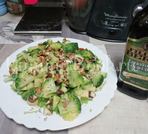 Салат из свежих овощей с авокадо - шаг 6