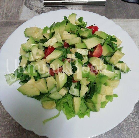 Салат из свежих овощей с авокадо - шаг 5