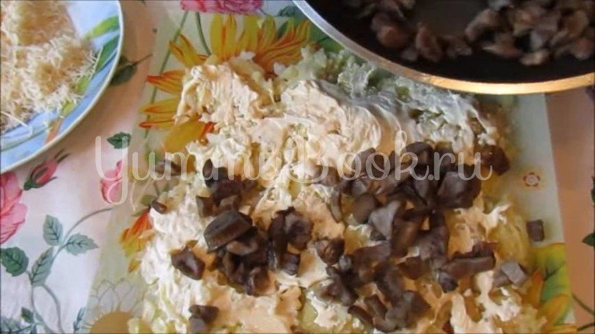 Слоеный салат с курицей, грибами и картофелем - шаг 3