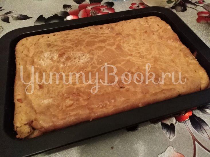 Заливной пирог на майонезе с колбасой, сыром и укропом - шаг 6