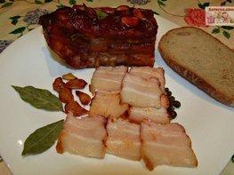 Свиная грудинка, запеченная в двух соусах