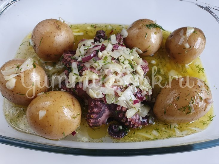 Осьминог с запеченным картофелем в белом вине - шаг 5