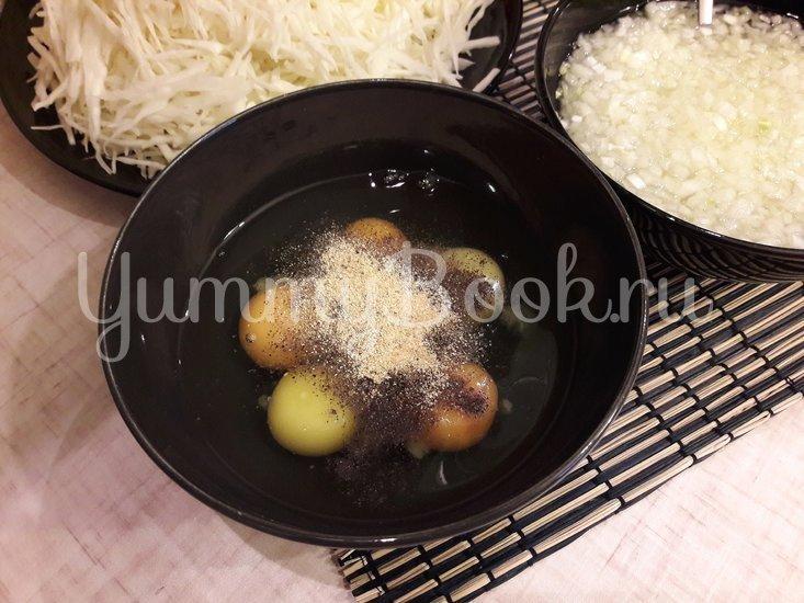 Капустный салат с копчёной курицей и яичными блинами - шаг 3