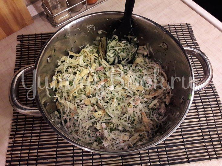 Капустный салат с копчёной курицей и яичными блинами - шаг 10