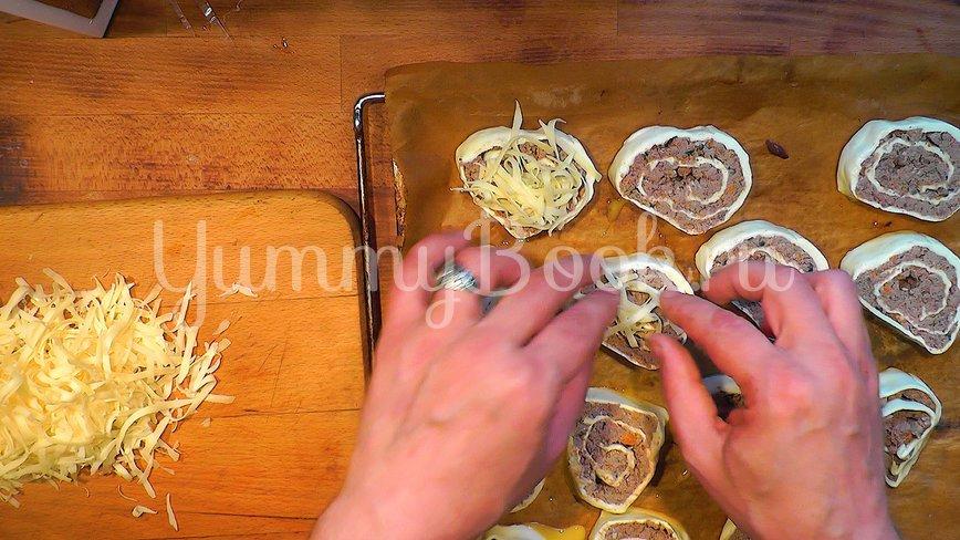 Пирожки - рулетики из слоёного теста - шаг 8