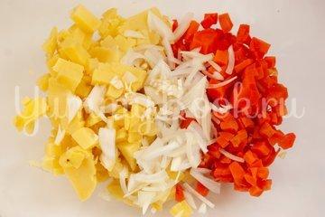 Картофельный салат с креветками - шаг 2