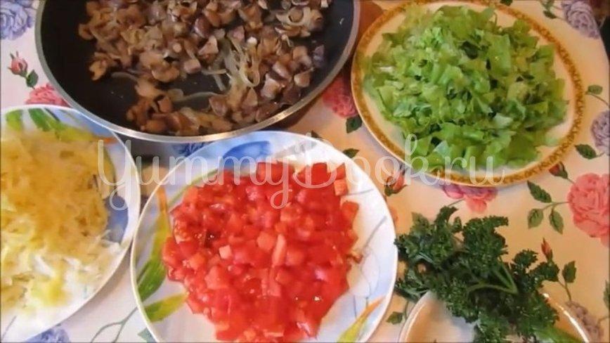 Постный слоеный салат с грибами и помидорами - шаг 2