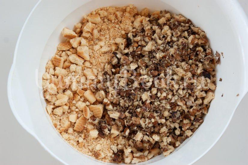 Шоколадная колбаска с орехами - шаг 3