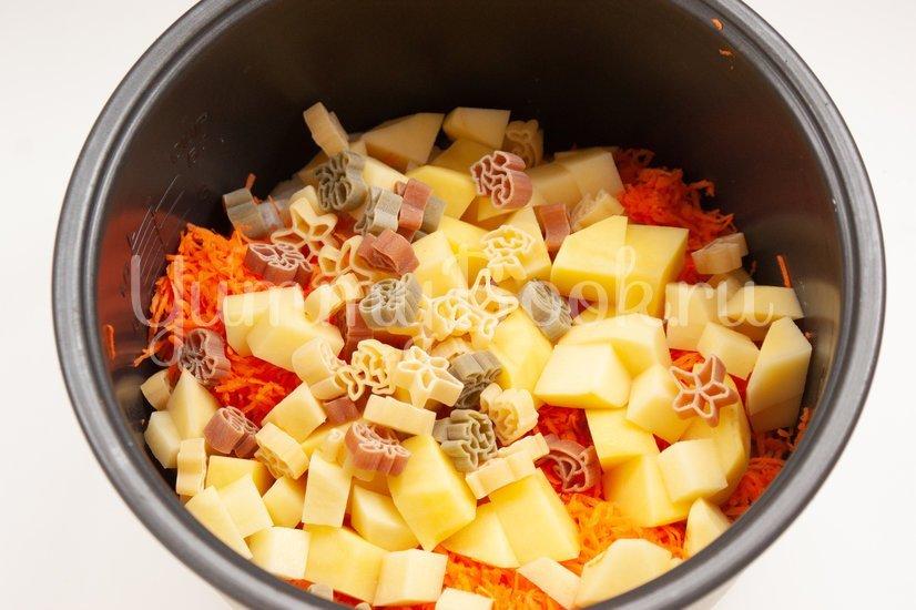 Суп с макаронными изделиями в мультиварке - шаг 4