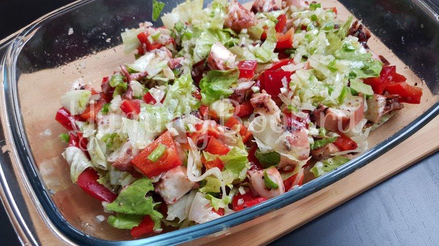 Овощной салат с осьминогом - шаг 5