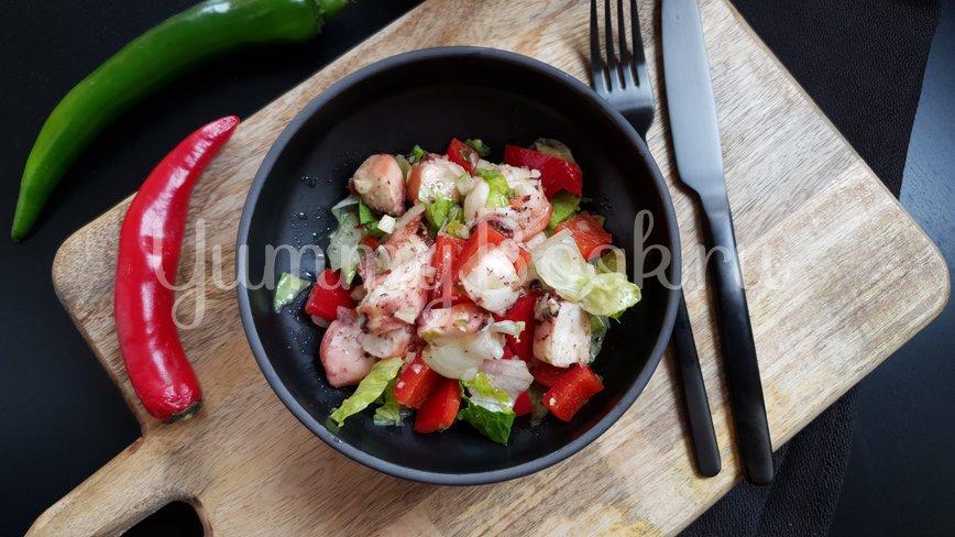 Овощной салат с осьминогом - шаг 6