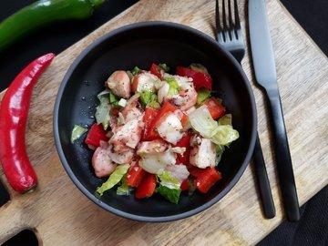 Овощной салат с осьминогом
