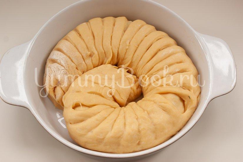 Дрожжевой пирог с фаршем, грибами и сыром - шаг 12
