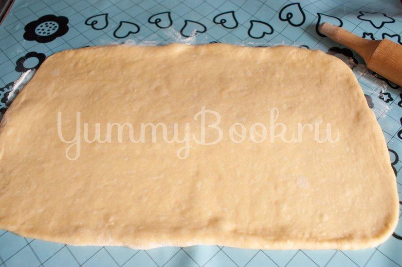 Дрожжевой пирог с фаршем, грибами и сыром - шаг 8