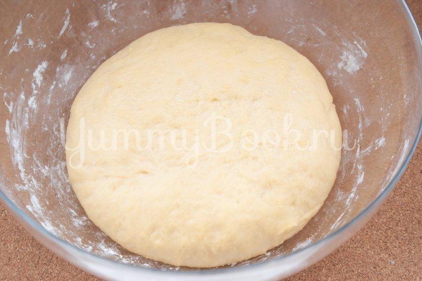 Дрожжевой пирог с фаршем, грибами и сыром - шаг 7
