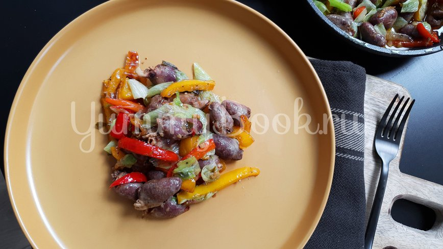 Куриные сердечки с овощами - шаг 7