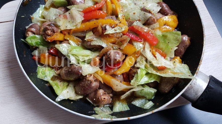 Куриные сердечки с овощами - шаг 6