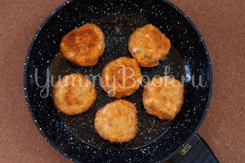 Куриные котлеты с сыром и зеленью - шаг 5