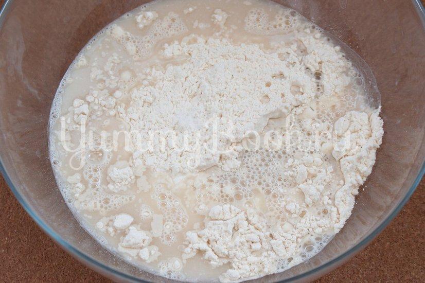 Фокачча с жареным луком и сыром - шаг 2