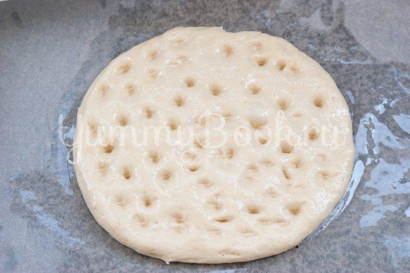 Фокачча с жареным луком и сыром - шаг 5