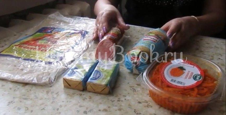 Рулет из лаваша с копченой колбасой и морковью по-корейски - шаг 1