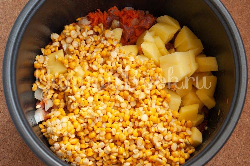 Гороховый суп с колбасой в мультиварке - шаг 2