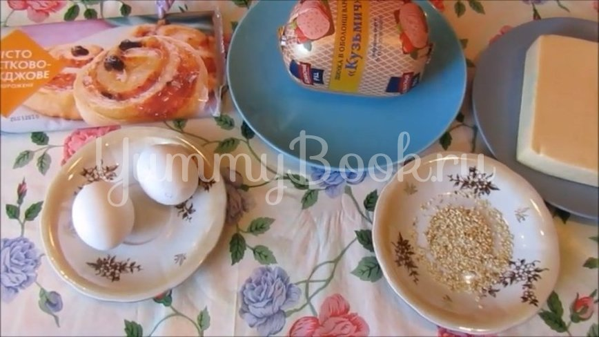 Слоеные конвертики с ветчиной и сыром - шаг 1