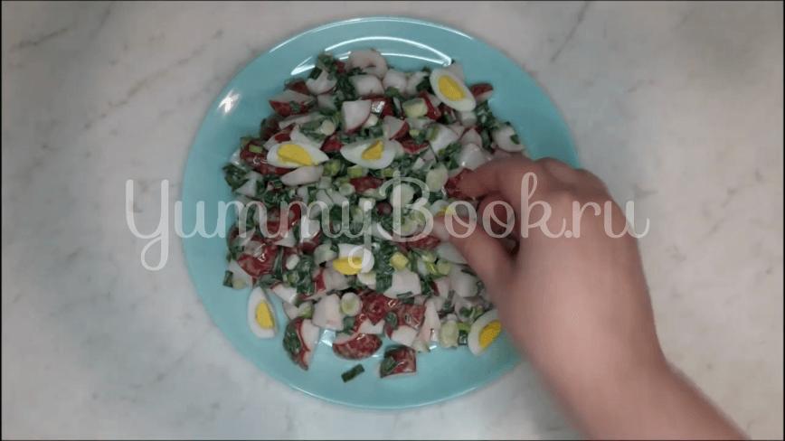 Салат из редиски и перепелиных яиц - шаг 8