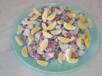 Салат из редиски и перепелиных яиц