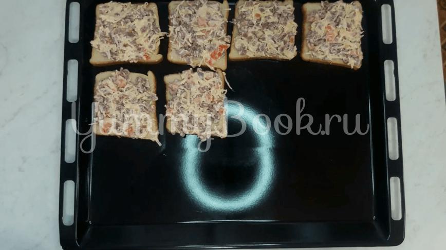 Горячие бутерброды с колбасой и сыром - шаг 9