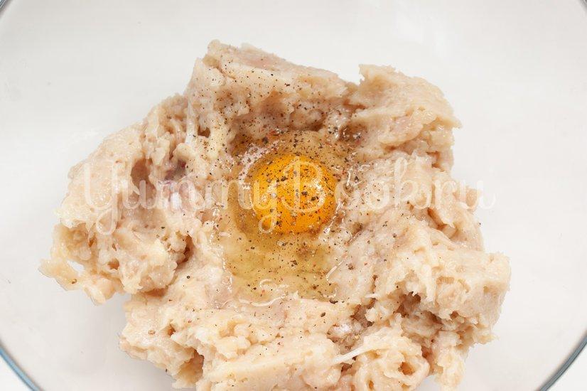 Куриные маффины с творогом и сыром - шаг 2