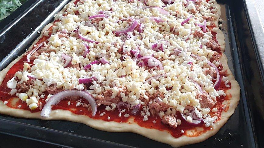 Пицца с тунцом и козьим сыром - шаг 6