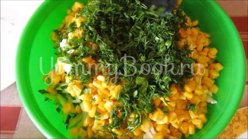 Салат из молодой капусты с кукурузой - шаг 4