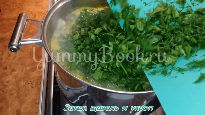 Зеленый борщ с щавелем, яйцами и рисом - шаг 17