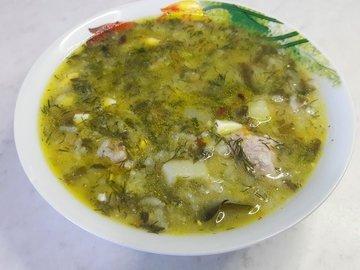 Зеленый борщ с щавелем, яйцами и рисом