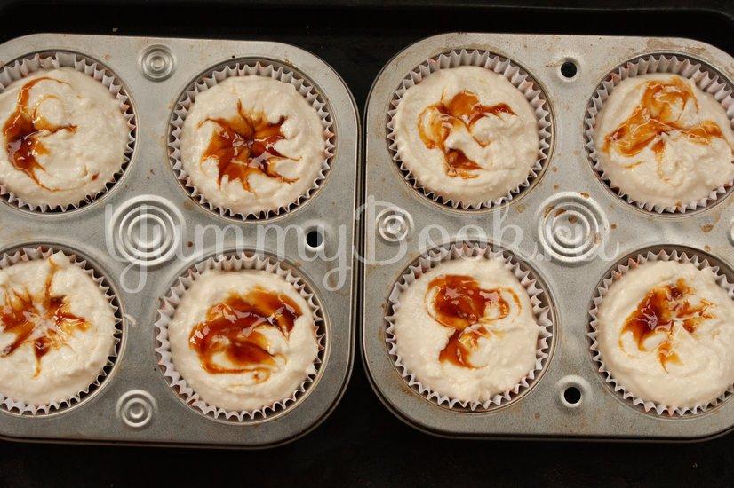 Мини-чизкейки с ягодным соусом - шаг 7