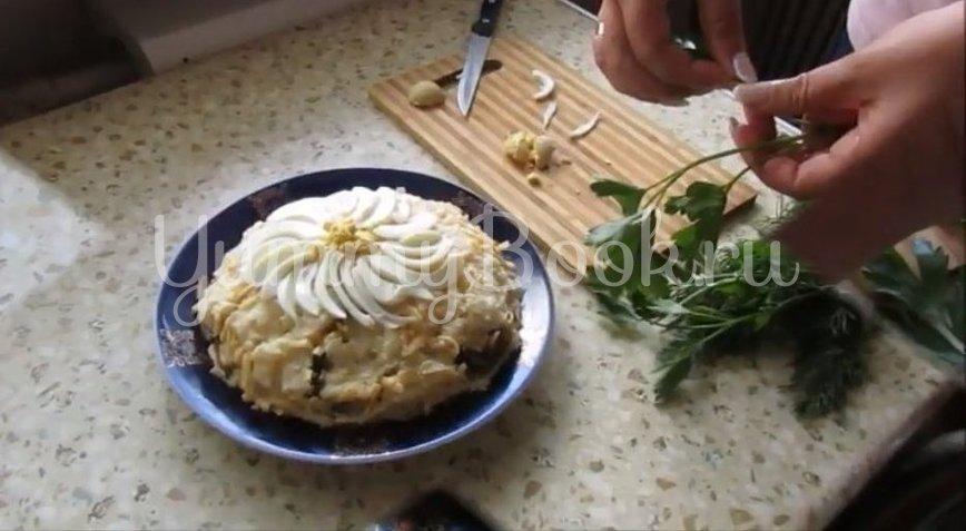 Слоеный салат «Ромашка» с ветчиной и грибами - шаг 3