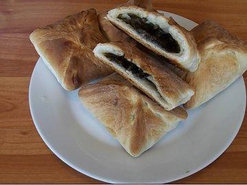 Пирожки из слоеного теста с начинкой из щавеля