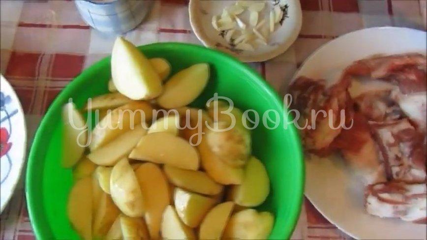 Молодая картошка со свиными рёбрышками в духовке - шаг 2