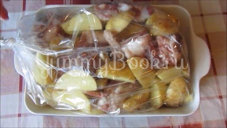 Молодая картошка со свиными рёбрышками в духовке - шаг 3