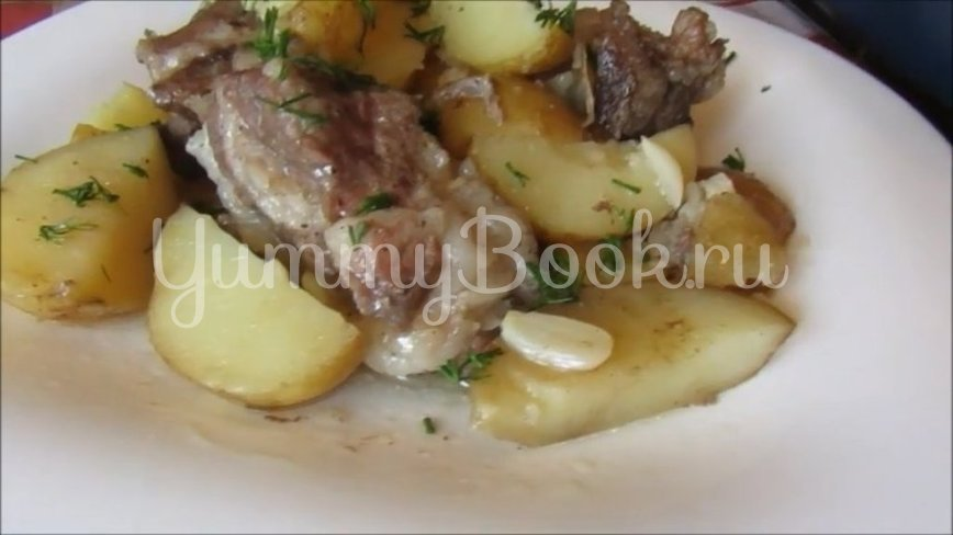 Молодая картошка со свиными рёбрышками в духовке - шаг 4