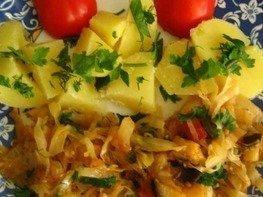 Картофель с тушеной капустой и баклажанами
