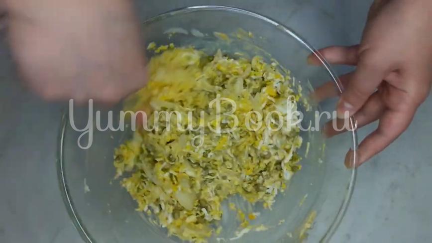 """Салат """"Чайка"""" с сыром, яйцами и горошком - шаг 12"""