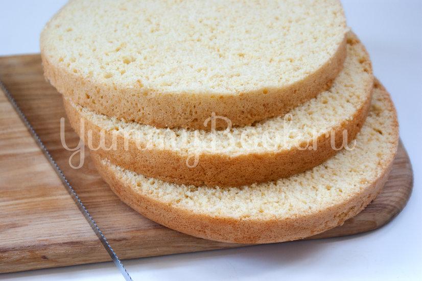 Бисквитный торт с вишней и сырным кремом - шаг 14
