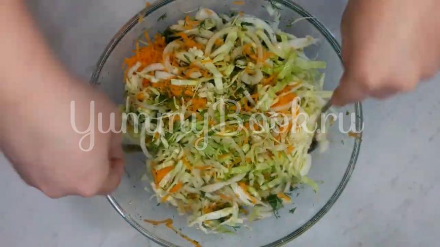 Витаминный салат из капусты - шаг 8
