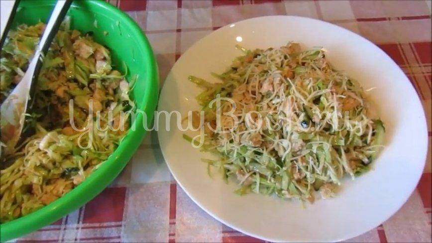 Салат с молодой капустой и курицей - шаг 5