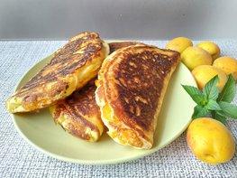 «Вареники» на сковороде с абрикосами