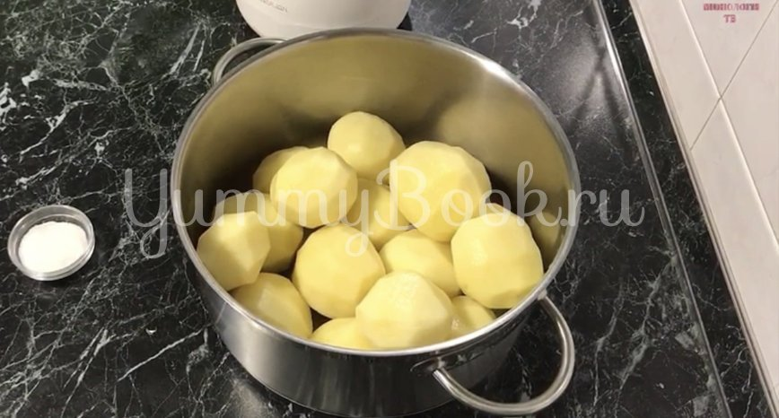 Картофель под сыром в духовке - шаг 1