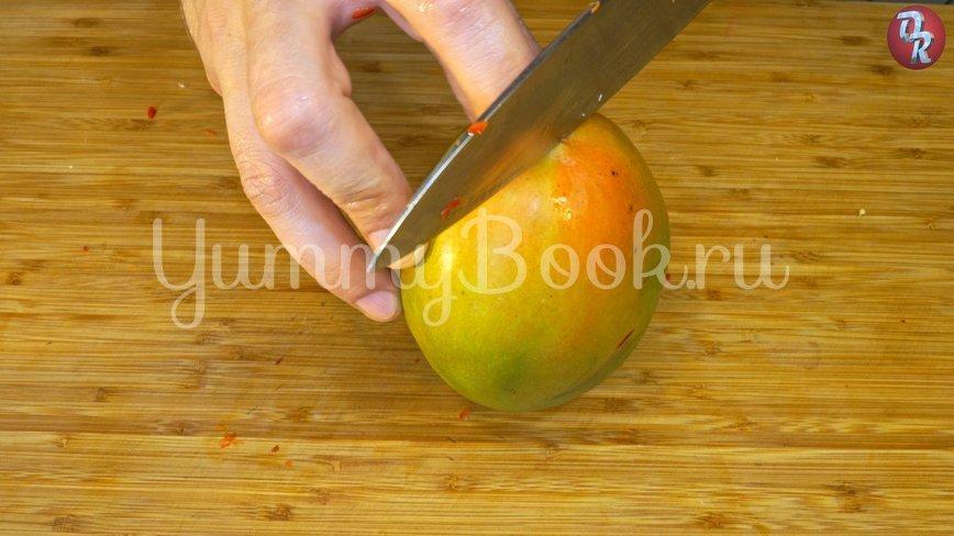 Лёгкий овощной салат с дрессингом из манго, авокадо и горчицы - шаг 2