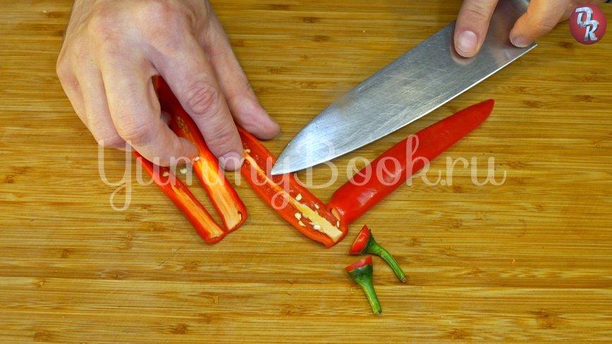 Лёгкий овощной салат с дрессингом из манго, авокадо и горчицы - шаг 1